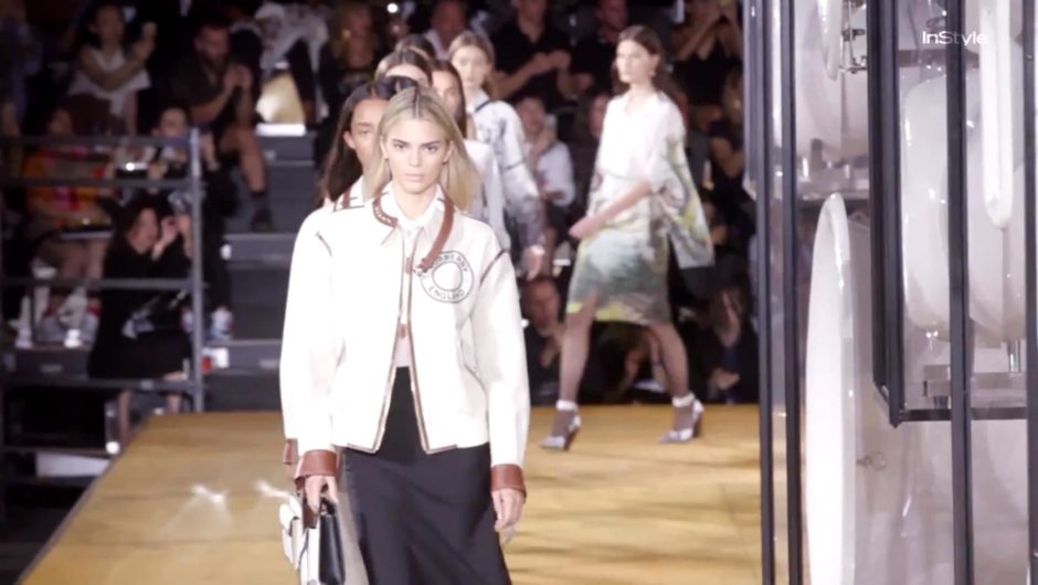 Kendall Jenner ist auf der London Fashion Week von Burberry mit blonden Haaren kaum wiederzuerkennen