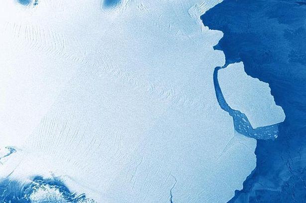 """Großer Eisberg bricht beim """"Kalben"""" aus der Antarktis aus, nicht aufgrund des Klimawandels"""