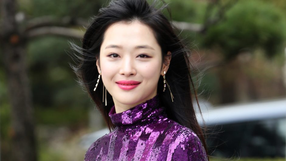http://www.alpspitzetagebuch.com/wp-content/uploads/2019/10/Sulli-leaves-behind-15-year-entertainment-career.jpg