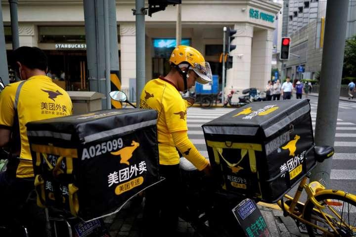 """Aktienpanzer in Hongkong, China, als Peking das US-Konsulat in Chengdu schließt, dem """"letzten Strohhalm"""" für gespenstische Investoren"""