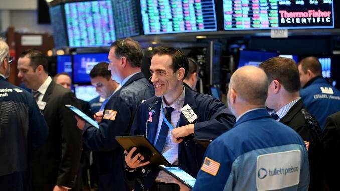 Aktien-Futures-Handel gemischt nach einem weiteren S & P-Rekord