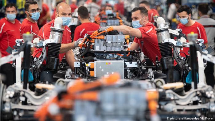 Deutscher Wirtschaftseinbruch milder als prognostiziert: Ifo