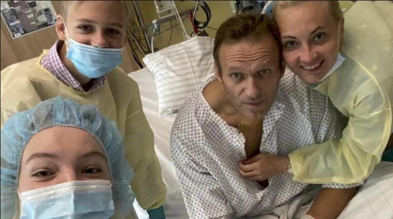 Alexey Navalny wurde nach 32 Tagen aus dem deutschen Krankenhaus entlassen