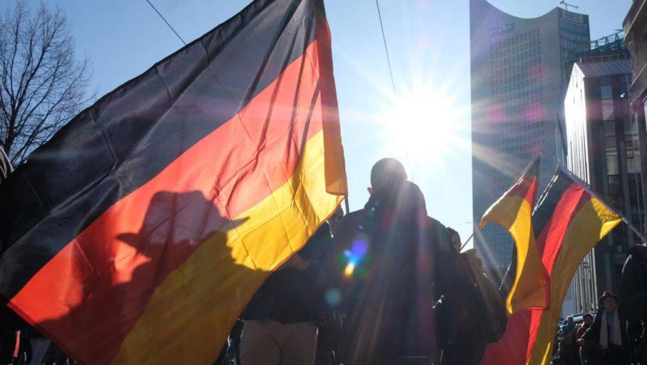 Deutsche Sicherheitsbeamte verteidigen Untätigkeit bei Virusprotest