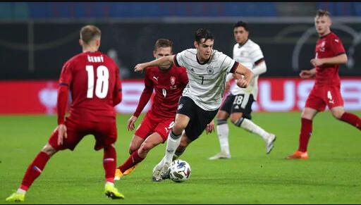 Die deutsche Nationalmannschaft kämpft gegen Apathie, als die Fans abschalten