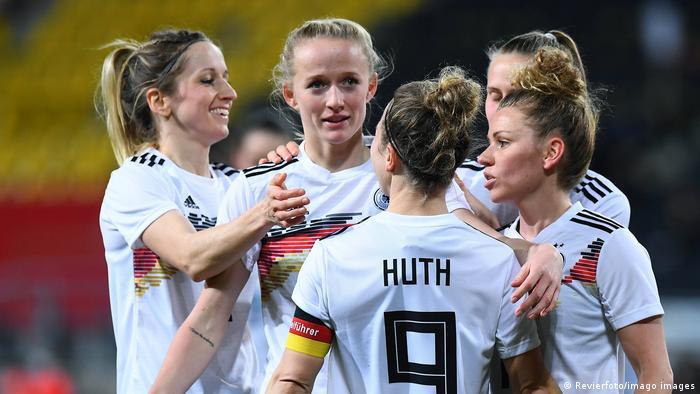 Deutschland besiegte Belgien beim Auftakt des Miniturniers, aber es bleiben Fragen offen
