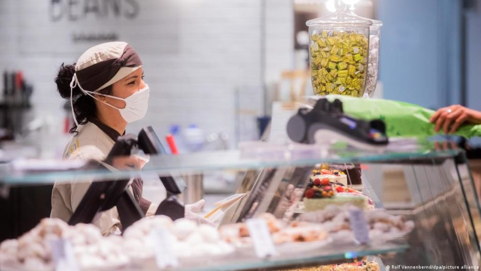 Der deutsche Einzelhändler bietet geimpften Arbeitnehmern einen Bonus an